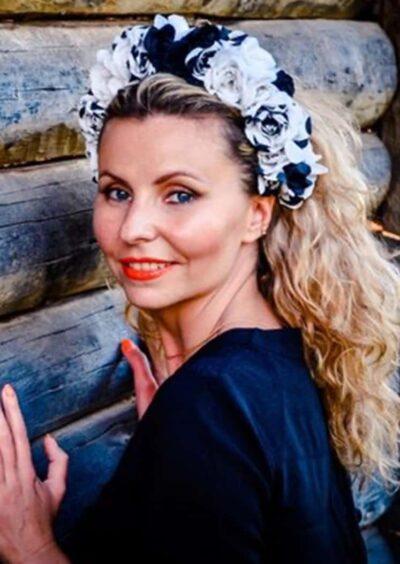 Anna, 41