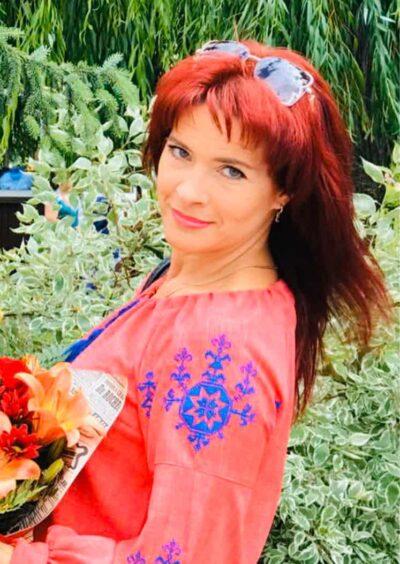 Valentina, 44