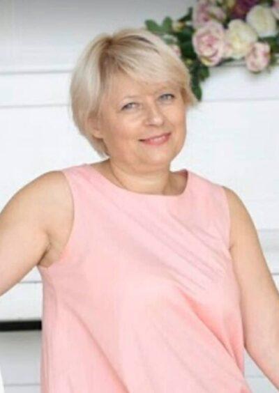 Valentina, 49